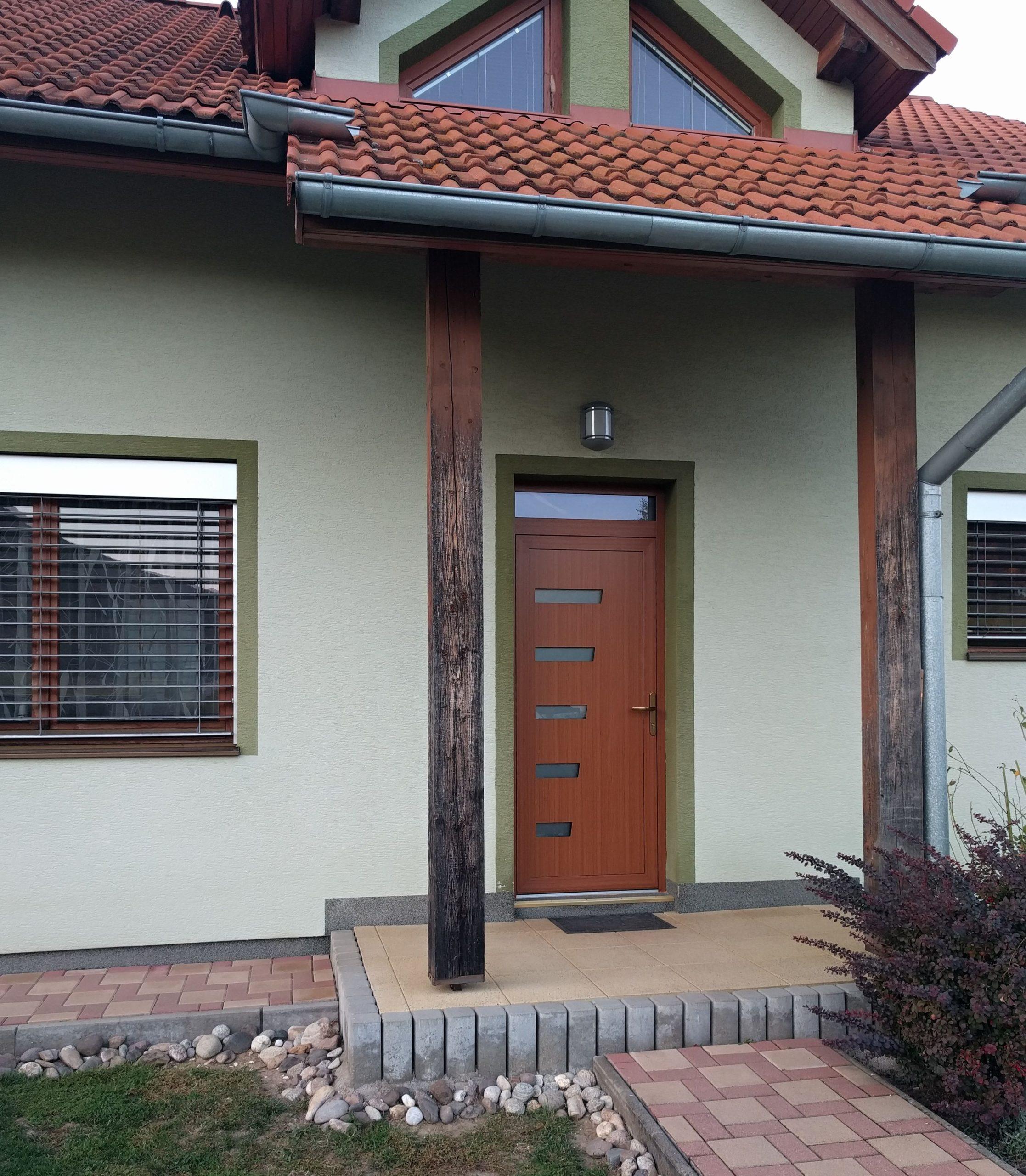 Montáž hliníkových dverí INCON Aluminium s dvernou výplňou PERITO v Rudne nad Hronom